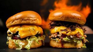 Que tal saborear o melhor hambúrguer da região com seu pai neste Mês dos Pais, na Mouts Burger?